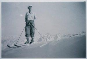Mein Großvater Ernst Dönz beim Skifahren auf dem Golm